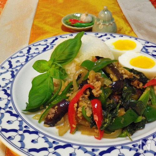 ガパオご飯でお家カフェ★鶏ひき肉と野菜のバジル炒め乗せご飯