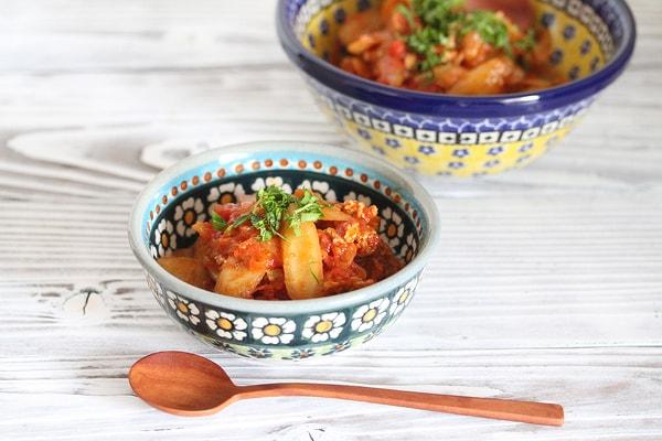 豚肉と新ごぼうのトマト煮込み