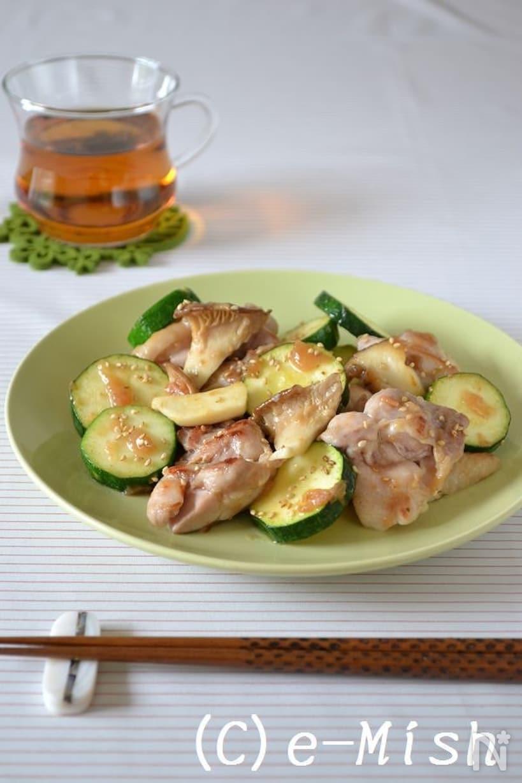 梅肉ソースで炒めた鶏肉、エリンギ、ズッキーニ