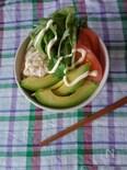 朝食の提案 ツナマヨとアボカド丼