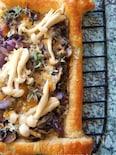 キノコのガーリックピザ風パイ