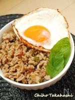 押麦入りガパオ(タイ風鶏肉のバジル炒め)