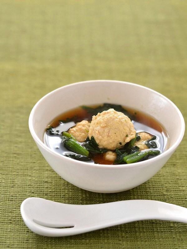 メイン料理としても!鶏団子とほうれん草のスープ