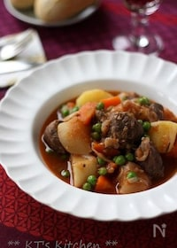 『豚肉とカブの赤ワイン煮』