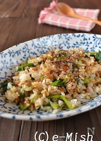 『納豆とほうれん草のピリ辛チャーハン』