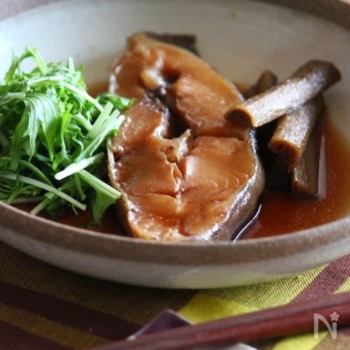 カレイとごぼうの煮付け。