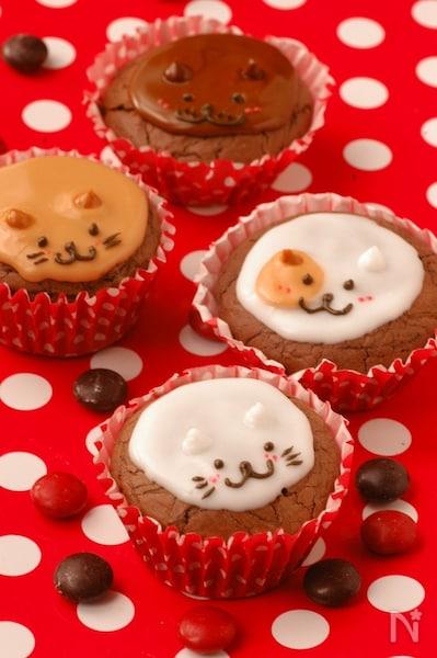 リッチチョコカップケーキ わんにゃんデコレーション By Sorari レシピサイト Nadia ナディア プロの料理家のおいしいレシピ
