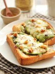 アボカドのハニーマスタードトースト
