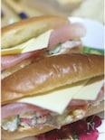 生ハムとチーズのサンドイッチ