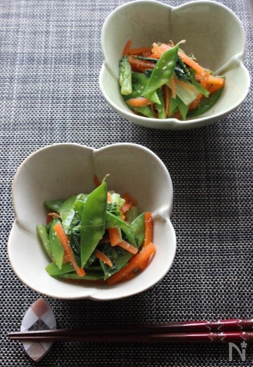 絹さやと小松菜とにんじんのごま酢和え