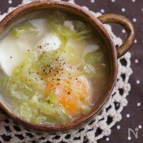 【128kcal】簡単*春キャベツと落とし卵のスープ