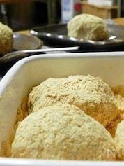 レンジと道明寺粉で作るきなこ餅(ぼたもち)