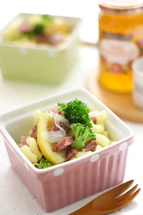 ブロッコリーとサラミのマカロニサラダ