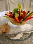 色とりどりの野菜たっぷりレモンとミントの風味の蟹サラダ