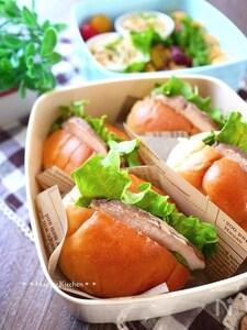 鶏むね肉のチャーシューを使ってロールサンド弁当