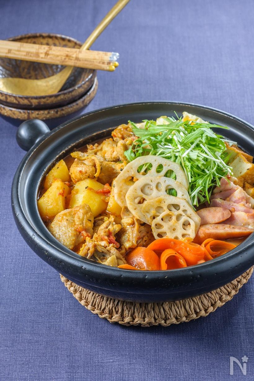 鍋に入ったエスニック風スープカレー鍋