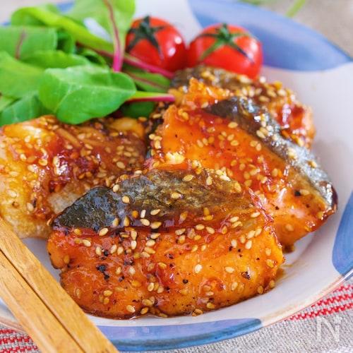 作りおきやお弁当にも♪『秋鮭のごま甘酢照り焼き』