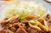【簡単ピリ辛肉味噌炒め】ご飯と野菜がモリモリ食べれちゃう😋