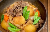 いつもの鍋と調味料でつくる無水肉じゃが