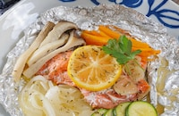 【野菜のうま味が溶け出す】ガリバタレモンで鮭のホイル焼き