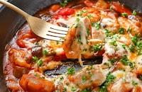 味わい深くやわらかく【ほろほろ鶏のトマトチーズ煮込み】