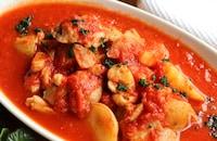 鶏肉と新じゃがのトマト煮込み