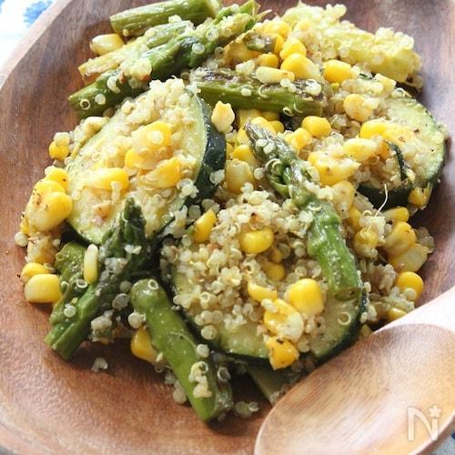 夏野菜とパルミジャーノ、キヌアのサラダ カレー風味