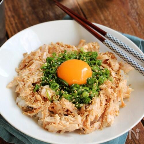 サラダチキンで作る速攻「鶏ねぎ丼」