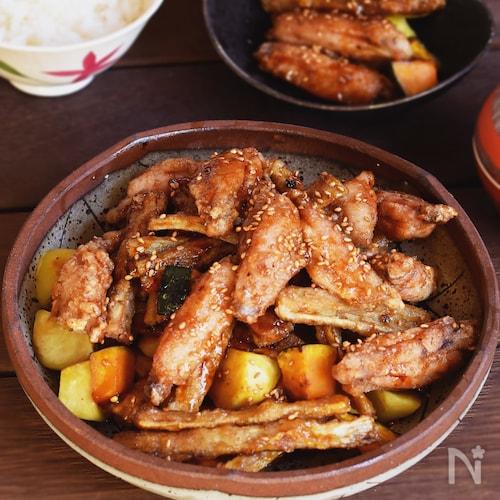 ご飯もお酒もすすむ!手羽中と根菜の甘辛仕立て。