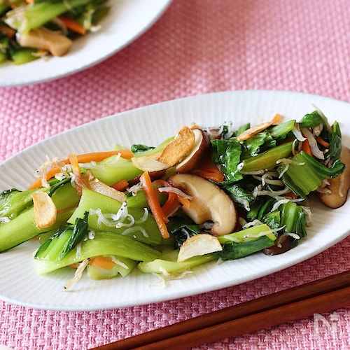 チンゲン菜としらすの炒め物