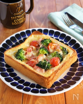 ブロッコリーとトマトのキッシュトースト