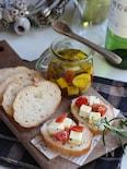 ベビーチーズとトマトのオイル漬けおつまみ。