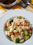 お弁当にも人気♪ほんのり和風「海老とアボカドの炒めご飯」