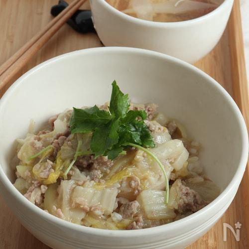 白菜たっぷり!ノンオイルでヘルシーな塩麹のそぼろあんかけ丼