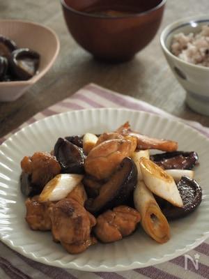 鶏肉と椎茸の黒酢炒め