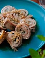 まな板包丁要らずで調理♡くるくる豚バラしそロール。塩糀ソース