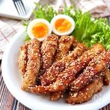 柔らくて食べやすい♡鶏むね肉de甘辛ごまスティックチキン