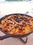 【アウトドア料理】スキレットで作るチキンと豆のパエリア