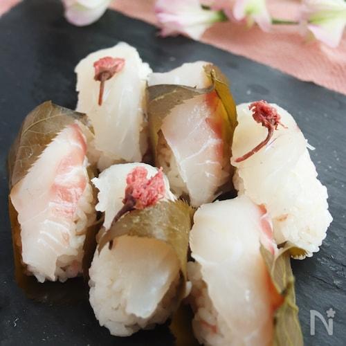 自宅でお花見🌸桜薫る鯛の握り寿司