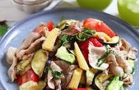 茹で豚こま肉といろいろ野菜の一品満足!ごちそうサラダ