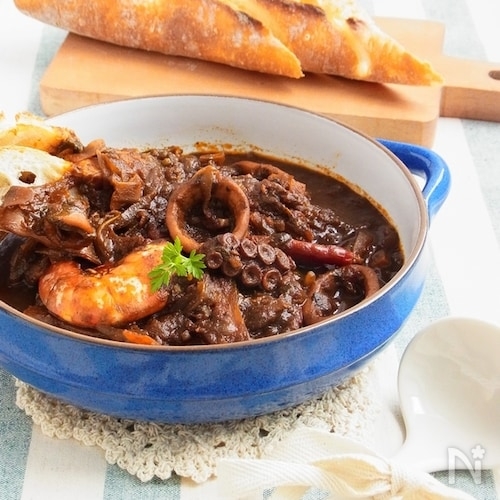 ひと鍋イタリアン * 魚介のイカ墨トマト煮込み