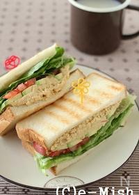 『フムスと野菜のサンドイッチ』