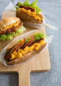 『照り焼きチキンとスクランブルエッグのサンドイッチ』