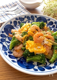 『むき海老とブロッコリーとふわふわ卵のオイマヨソテー♡』