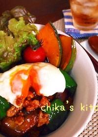 『ニンニク味噌がご飯に合う合う♪豆腐ひき肉の夏野菜丼♡』