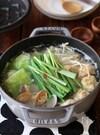 鶏団子とあさりの塩ちゃんこ鍋。