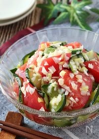 『暑い日もさっぱり♪トマトときゅうりのネギ塩サラダ』