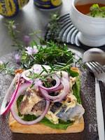 【鯖缶レシピ】鯖缶とタマネギのマヨトースト