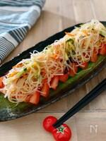 冷やしトマトの中華春雨サラダのせ