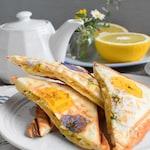 プレスフラワーサンド~爽やかレモン風味の卵サンド~